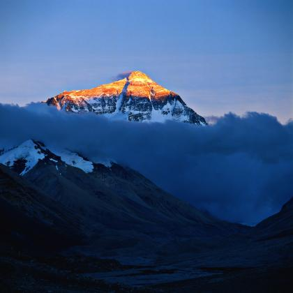 Mount_Everest_(晨曦中的喜马拉雅山顶).jpg