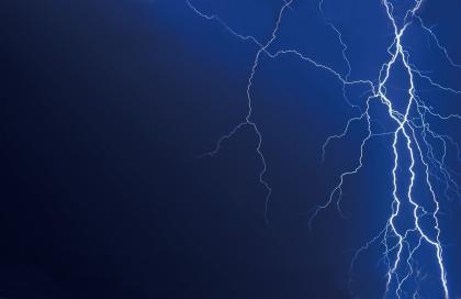 6800505-lightning.jpg