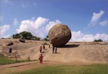 打破了物理规律的怪石头