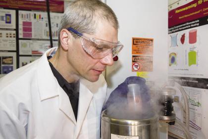 比斯科夫教授提出了一种纳米粒子加热复苏冷冻组织的完美方法.jpg