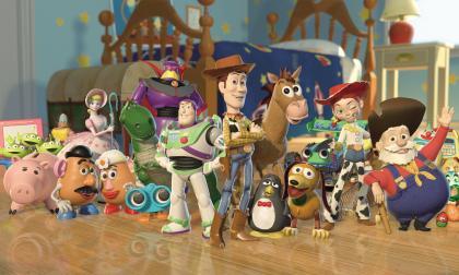 3《玩具总动员》最皮克斯最成功的作品,中间两个人形玩具分别是巴斯光年和伍迪.jpg